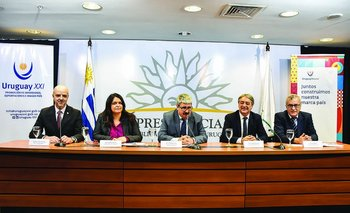 Antonio Carámbula, Larissa Perdomo, Ariel Bergamino, Fernando Cáceres y Carlos Fagetti