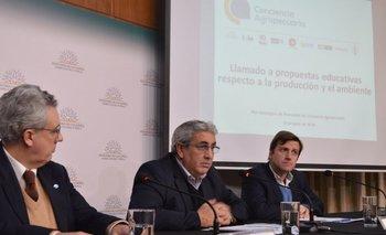 Vicente Plata, Alberto Castelar y Juan Andrés Elhordoy, presentan el Plan de Conciencia Agropecuaria