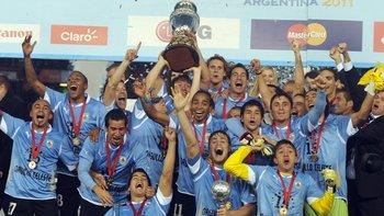 Todos los celestes celebrando haber ganado la Copa América en Argentina