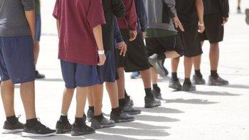 El centro de detención en Brownsville alberga la mayor cantidad de niños migrantes ilegales no acompañados en el país.