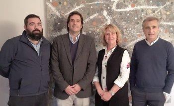 <p></p>Lic. Rodolfo Caetano (responsable de Marketing), Cr. Agustín Albanell (gerente comercial), Laura Clavera (VP de Suárez&Clavera), Álvaro Suárez (CEO Carat Uruguay)
