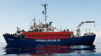El barco Lifeline con más de 200 migrantes a bordo podrá desembarcar en Malta tras cinco días en el mar.
