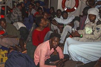 Malta aceptó el desembarque del Lifeline si el resto de países de la UE aceptan recibir a parte de los migrantes a bordo.
