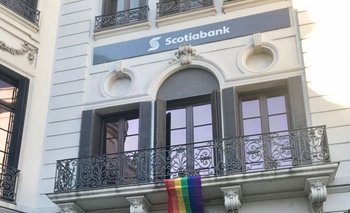 Edificio de Scotiabank luce la bandera LGBT