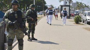 AMLO se comprometió a sacar al ejército de las calles.