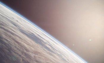 En el afelio la Tierra se encuentra cinco millones de km más lejos del Sol que en el perihelio.
