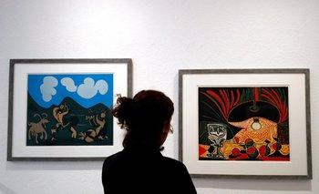 <i>Naturaleza muerta en una mesa</i> y <i>Faunos y cabras</i> de Pablo Picasso en la exposición <i>Picasso: los años Vallauris</i>, que se exhibe por estos días en el Museo Nacional Pablo Picasso de Vallauris, Francia