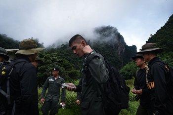 Los niños y su entrenador quedaron atrapados cuando exploraban un complejo de cuevas