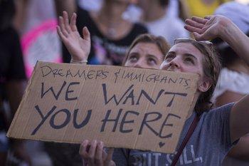 Una pancarta a favor de los migrantes indocumentados en EEUU