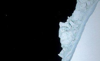 Con un peso de un billón de toneladas, el coloso de hielo se desprendió de la Plataforma de Hielo Larsen C el año pasado.