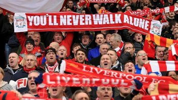 Uno de los himnos futboleros más famosos es el entonado por los fans del Liverpool FC nullYou