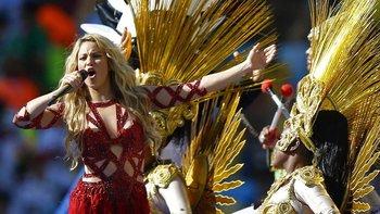 La estrella pop colombiana Shakira grabó los himnos oficiales para las Copas Mundiales de 2010 y 2014