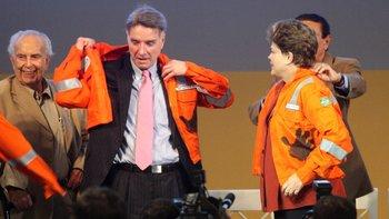 Eike Batista junto a la expresidenta de Brasil Dilma Rousseff, quien después sería sometida a un juicio político acusada de corrupción.