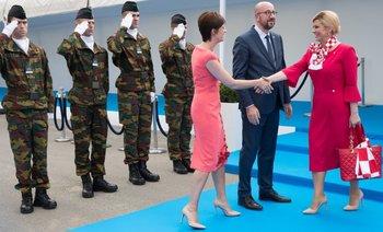 Presidenta croata con el primer ministro de Bélgica en Bruselas, durante cumbre de la OTAN<br>