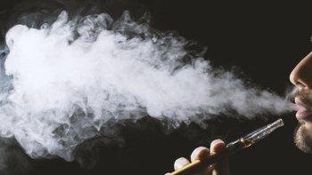 China prohibió el uso de cigarrillos electrónicos a bordo de sus naves en 2006.