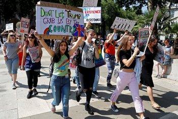 Algunos manifestantes expresaron su enojo ante las políticas de EE.UU. implementadas por Trump.