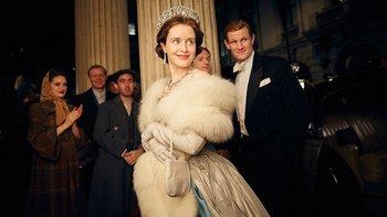 La serie comienza con una mirada interior a los primeros días del matrimonio de la reina y el duque de Edimburgo.