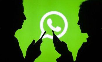 WhatApp dijo que con su nueva medida espera limitar el reenvío masivo de mensajes.