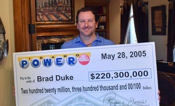 Brad Duke se hizo multimillonario de un día a otro pero no dejó de trabajar.