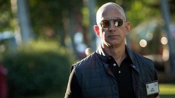 Jeff Bezos está a punto de destronar a la dinastía familiar de los Walton.