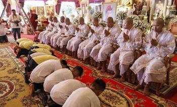 Varios de los niños previamente asistieron a una ceremonia religiosa en un templo budista.