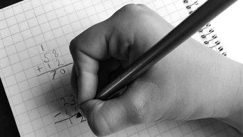 Hacer cuentas de forma manual puede ayudarnos a recuperar habilidad mental numérica.