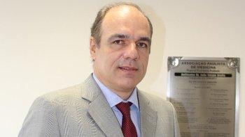 Según Denis Calazans, secretario general de la Sociedad Brasileña de Cirugía Plástica, los intermediarios seducen a los pacientes con precios mucho más bajos de la media.