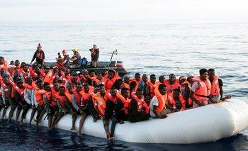 Miles de inmigrantes llegan a Europa a través del Mediterráneo, pero cada vez menos son recibidos por países europeos de la región.