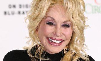 Dolly Parton es una de las famosas pacientes del Dr. Bill.