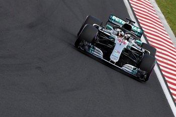 """<span style=""""font-size: 12px;"""">El piloto británico de Mercedes Lewis Hamilton conduce su automóvil durante el Gran Premio de Hungría de Fórmula Uno</span>"""