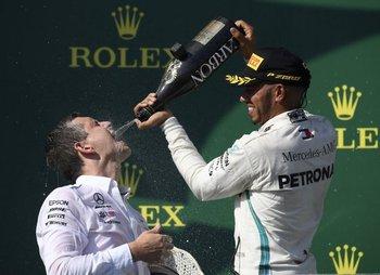 Hamilton sigue expreso y se llevó el triunfo en Hungría