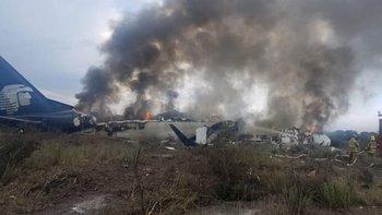 El avión de Aeroméxico se estrelló poco después del despegue. Todas las personas a bordo sobrevivieron.