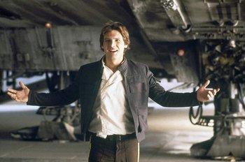 Harrison Ford con la chaqueta que se subastará en Londres<br>