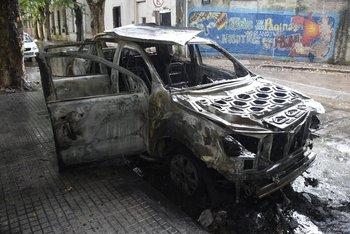 <div><p>Incendio de un auto después del robo a una remesa en supermercado de Sayago. </p><p></p></div>