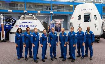 Estos son los nueve astronautas de Estados Unidos que volarán al espacio en naves fabricadas por empresas privadas.