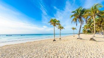 Una playa tiene una enorme cantidad de granos de arena.