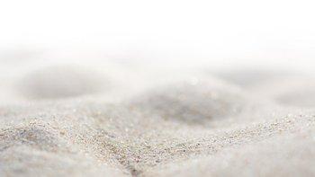 Gary Greenberg estima que cada grano de arena mide aproximadamente un décimo de milímetro.