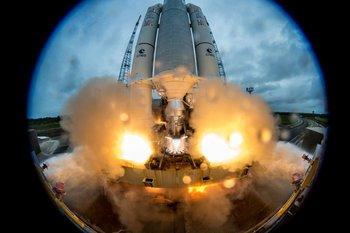 En diciembre de 2017 el cohete Ariane 5 transportó dos satélites.