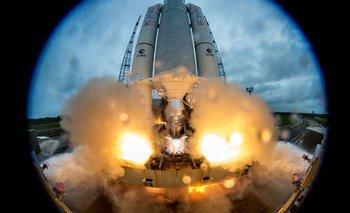 En diciembre de 2017 el cohete Ariane 5 transportó dos satélites