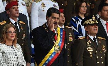 Nicolás Maduro estaba dando un discurso sobre la Guardia Nacional Bolivariana junto a su esposa Cilia Flores cuando ocurrió la explosión.