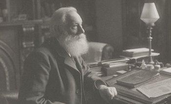 Alrededor de 1856 William Henry Perkin dio con la fórmula para obtener tinte morado de manera artificial y se hizo rico con ella.