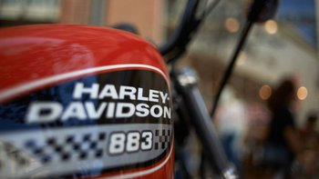 La empresa de motocicletas Harley Davidson señaló que moverá algunas de sus plantas de producción fuera de EE.UU. para evitar las tarifas de importación.