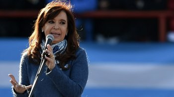 La expresidenta Cristina Fernández de Kirchner asegura que el gobierno actual promueve una persecución judicial en busca de acallar a la oposición política.
