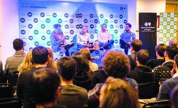 Diego Fraga, Sebastián Lateulade y Juan Ciapessoni participaron de un panel de AJE que contó con la conducción de Federico Paz