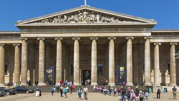Al menos siete piezas del Museo Británico han sido solicitadas para repatriación: la Piedra Rosetta (Egipto), los Tabots litúrgicos (Etiopía), el Tesoro del Oxus (Tajikistán), el Sutra del Diamante (China), los Bronces de Benín (Nigeria), la Cabeza de Afrodita Satala (Armenia) y las esculturas del Partenón (Grecia).