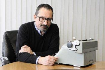 Escritor y periodista; la primera novela de Rossello fue <i>Valores y dublés</i>. <br>