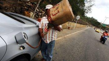 El gobierno cree que con la medida acabará con el contrabando de gasolina hacia Colombia y Brasil.