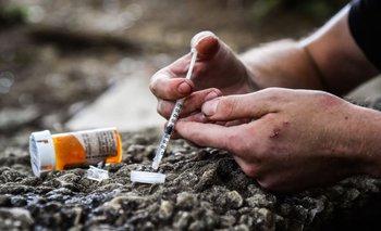 Solo unos miligramos de fentanilo pueden causar una sobredosis y la muerte.