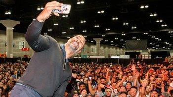 Dwayne nullLa Rocanull Johnson sigue una inteligente estrategia en las redes socialesnull, según Forbes.