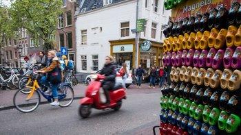 Las autoridades de Ámsterdam no están dando permiso para que se abran más negocios para vender recuerdos a los turistas.